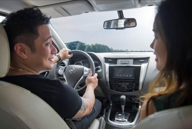 """Chuẩn """"soái ca"""" Minh Tiệp bên gia đình ngày cuối tuần với Nissan Navara Premium R post thumbnail image"""
